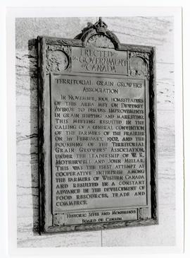 Plaque erected by Historic Sites and Monuments Board of Canada