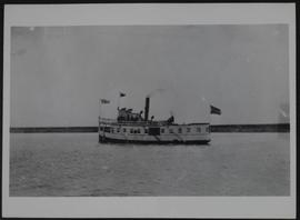 """Qu'Appelle"" steamboat on Long Lake."